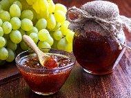 Рецепта Сладко от грозде без семки със захарен сироп и лимонов сок в тенджера